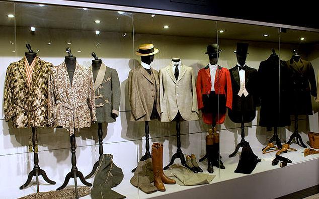 Gli abiti di d'Annunzio nell'allestimento del nuovo museo